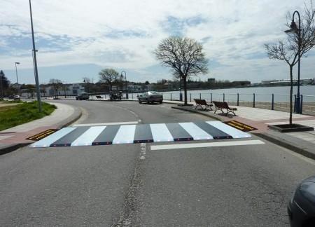 Paso de peatones-montaje en calle