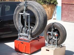Mecanismo portatil para cambio de rueda pinchada en camiones y autobuses